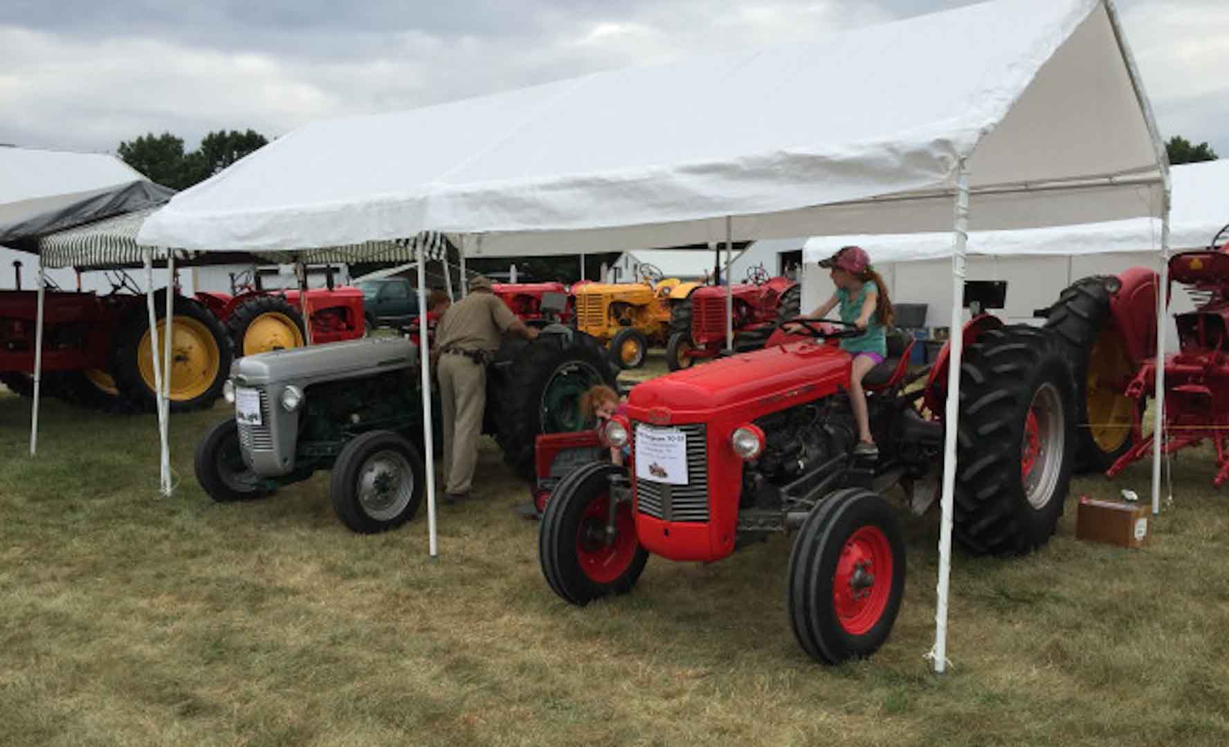 352tractor-show-thurs_002_1