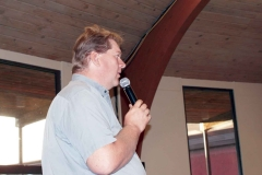 Jeff Miller speaks to the banquet crowd