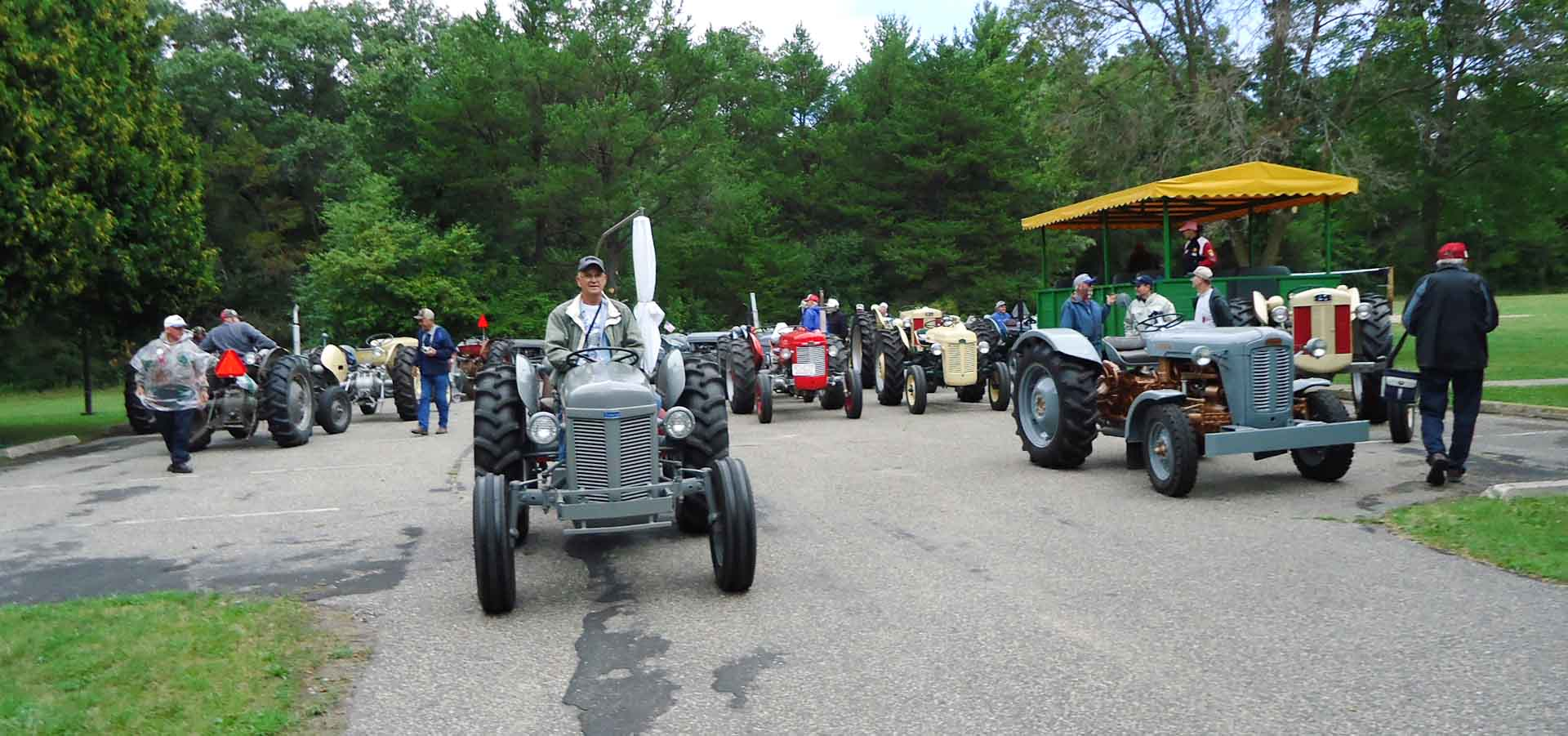 Tractor-Ride-8-20-8-Photo-by-Ken-Boyles