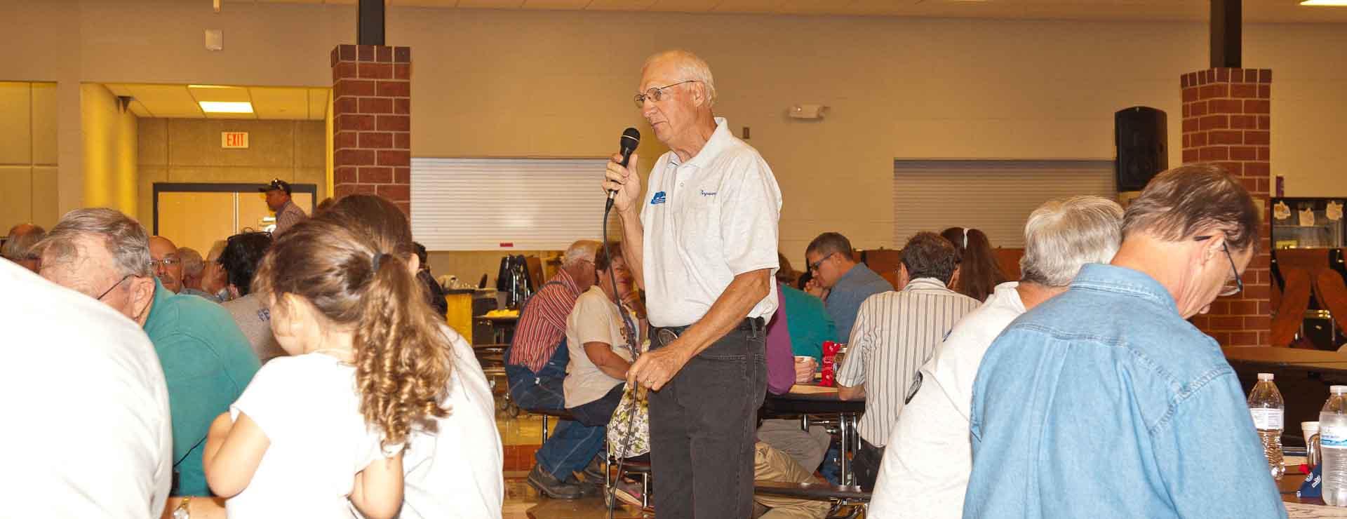 2016 FENA President, Max Miner speaking to dinner attendees.