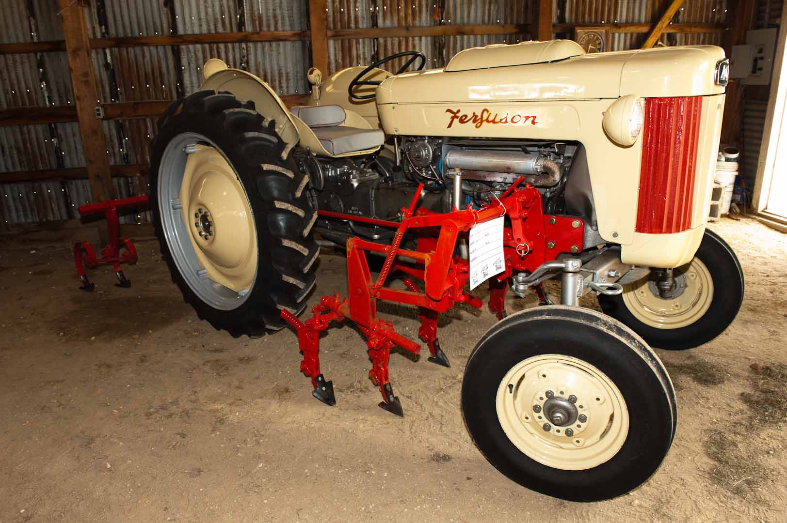 1956 F-40 LPG owned by Mickey Keener of Pattonville, TX. SN CGM403457.
