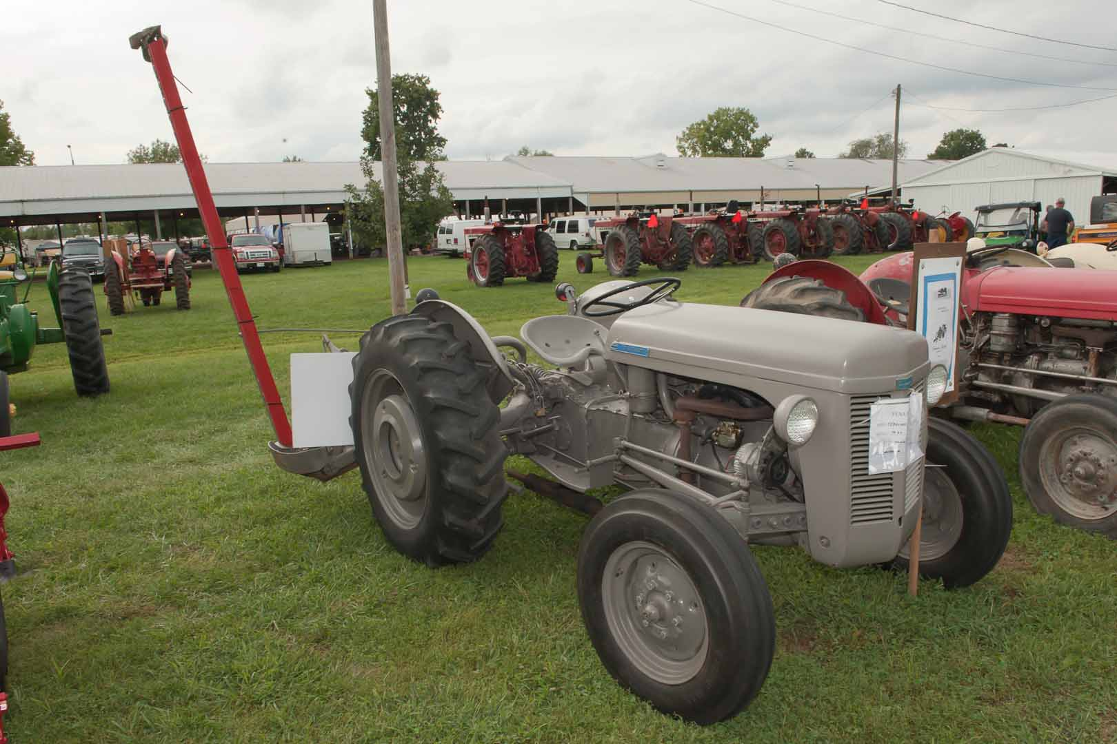 1950 TO-20 SN TO-33934 owned by Danna Eller of Waxahatchie, TX.  Completely rebuilt in 2016, bought in Willis, TX.  Implement is a 1952 Ferguson FEO-20 Dynabalance mower.